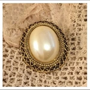 Vintage Gold Pearlescent Off White Brooch